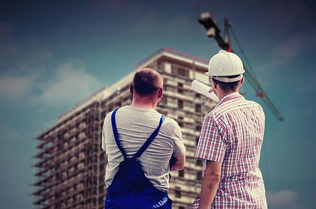 zaměstnanec a stavitel