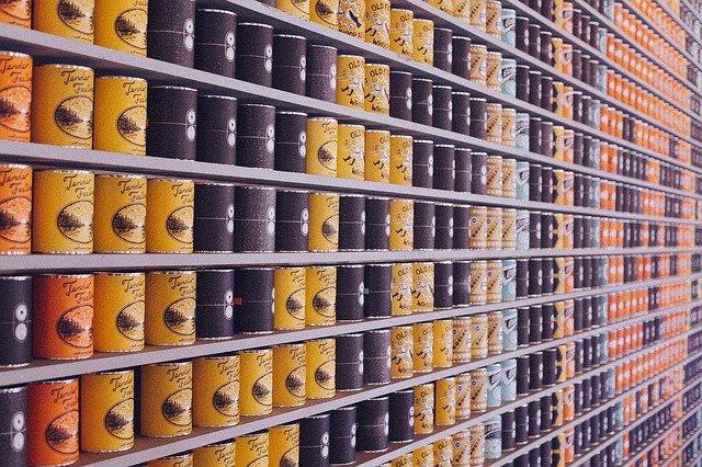 potraviny v konzervách