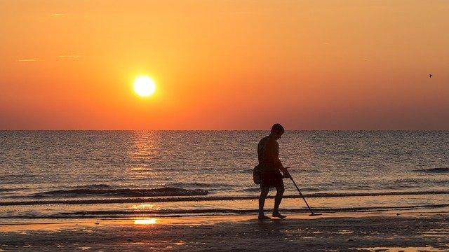 hledání na pláži